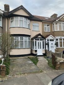 SPACIOUS 5 BEDROOM TO LET IN CHADWELL HEATH RM6 5TU CLOSE TO LOCAL AMENITIES