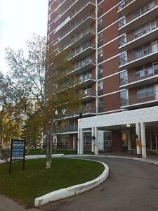 BEAUTIFUL 2 BR AVAILABLE IN PORT CREDIT FOR OCTOBER