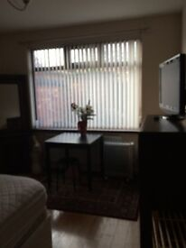 Double room available off castlereagh road,