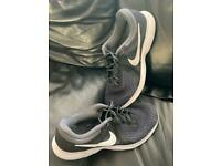 Size 6 adults Nike trainers