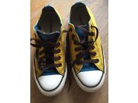 Blue and yellow yolo converse size 6