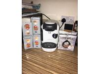 BOSCH TASSIMO COFFEE MACHINE WITH ASSORTMENT OF PODS