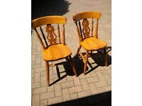 4 kitchen chairs Great condition.