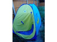 **Large pop up play tent**