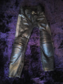 Womens / ladies Akita leather motorcycle trousers with body armour size 14