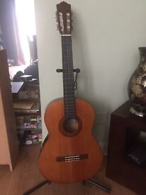 Yamaha C40 Classical Guitar. Ideal for beginners