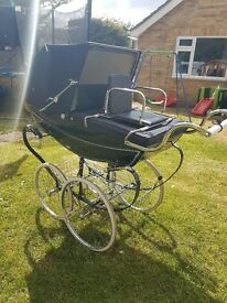 ** Beautiful balmoral silver cross pram **
