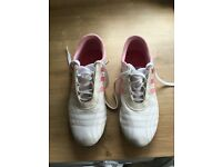 Ladies Adidas white / pink Size 7 trainers. Only worn once. Look new. Price tag still inside.