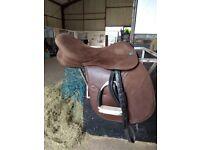 Synthetic saddle k & m technic wide