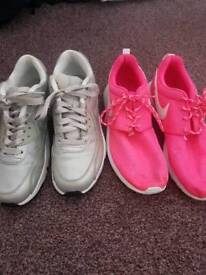2 pairs of nike trainers size 4