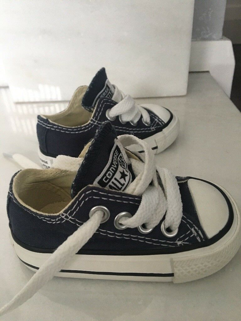 Size 2 baby converse *new*