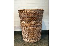 Large Natural Brown Wicker Woven Laundry Basket With Lid And Cream Fabric Lined