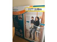 Dreambaby Extra wide baby gate, new, still boxed
