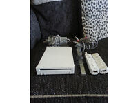 NINTENDO WII,2 CONTROLLER,POWER LEAD AND SCART