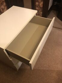 Set of Drawers in White