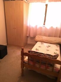 Furnished Room nr Farnborough Main Station