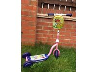 lovely scooter, perfect for your little princess, it comes with a pretty bag, excellent condithion