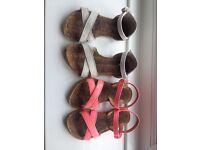 2x Girls sandals size 9