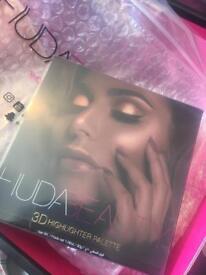 Huda beauty Golden Sands edition highlighter palette