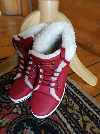 UGG FASHION SHOES REDISH COLOUR WHITE FUR SIZE 39