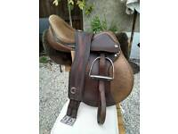 Complete 17 1/2 inch Oberon Saddle