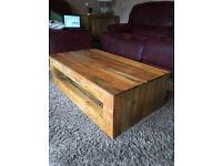 Mango wood coffee table (Mantis Light)