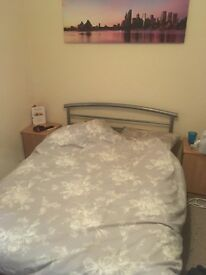 Double Room in house share with ensuite toilet and sink, with multi-let