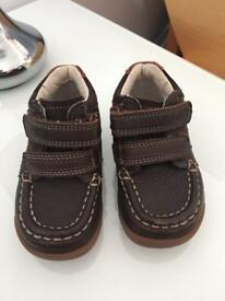 Infant trainers/boots/shoes