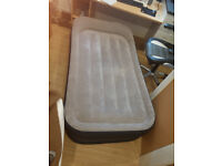 Air Bed Intex Deluxe, Single Size, Pump included