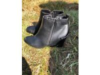 Tu boots size 6