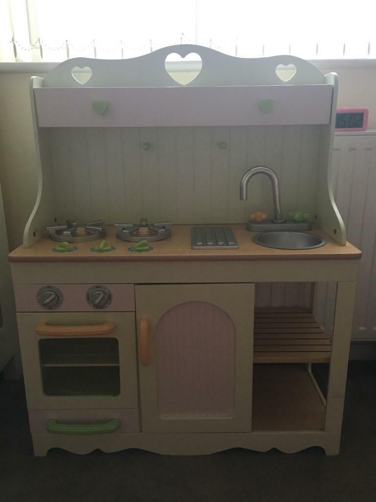 Wooden ELC country kitchen good condition