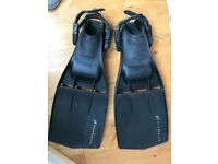 Hurricane Typhoon Rubber diving fins - size MEDIUM with adjustable strap - NEW
