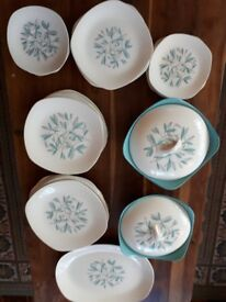 MIDWINTER STYLECRAFT. CASSANDRA. 33 PIECE DINNER SERVICE. GOOD COND.