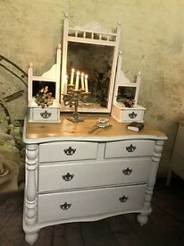 STUNNING SOLID AND HANDMADE DRESSING TABLE POST WW1, PAINTED IN WHITE SLIGHTLY DISTRESSED