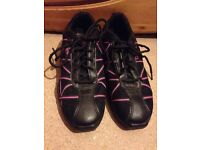 Capezio Womens Dance Shoes - Size 7 but fit size 6. Practically new!