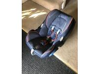 Maxi cosi baby car seat and base v good condition