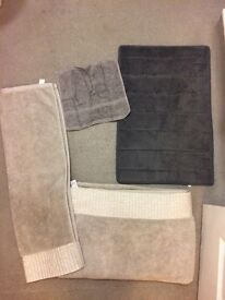 Bathroom towels/flannel/bath mat