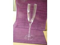 Aspen hand blown champagne flutes glasses - set of 4 - New boxed