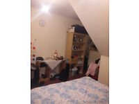 Nice large double room in Chingford, available for couples.