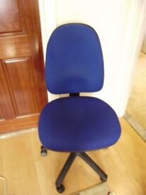 Office chair, in very good cosmetic and working condition