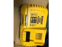 Dewalt dcb118 18v / 54v flexvolt fast charger cordless