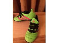 Size 3 Lime Green Astros. Small scuff on front of left boot other than that great condition.