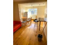 LARGE 2 BEDROOM 2ND FLOOR FLAT EMPTY & AVAILABLE NOW ON CAMBERWELL ROAD (SE5)!