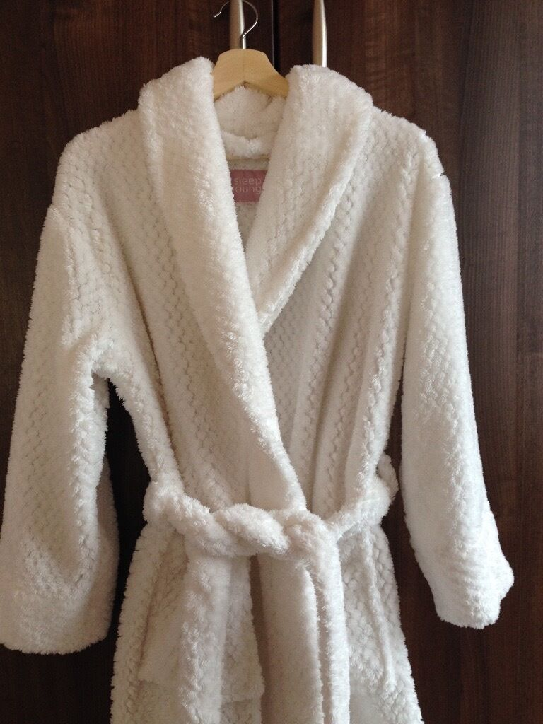 BHS white fluffy dressing gown, hardly warn as too big, size 8/10 ...