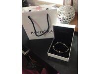 Pandora essence bracelet + 4 charms