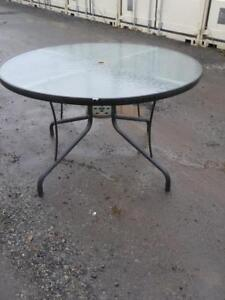 Oakville ROUND PATIO TABLE LARGE 42 Glass & Metal Excellent Gray Clear Outdoor Outside BBQ Garden