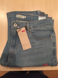 Ladies Levis 505 (Straight Leg Mid Rise: US: 10M/30 UK: 30/32 Approx.)