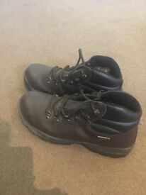 "Men's hiking boots by ""Hi-Tec size 9 worn once"