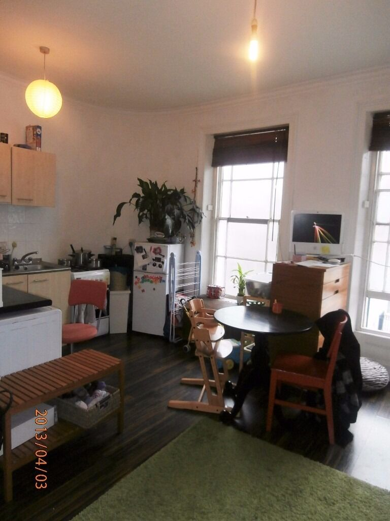 Amazing bright and airy 1 double bedroom apartment situated in a fantastic location off Church St