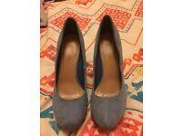 Ladies blue heels (size 6)